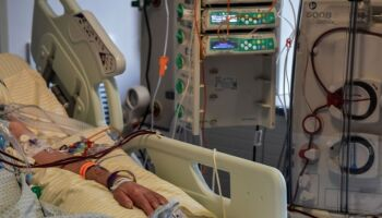 Brasil lamenta 1.806 mortes por covid em 24 horas