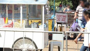 Com marido doente, mãe de três filhos pede ajuda para montar espetinho na Vila Bandeirantes