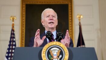 Biden quer que estados priorizem vacinação de professores