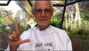 Pressionado por judeus, padre tira 'câmara de gás' de texto em protesto contra Bolsonaro