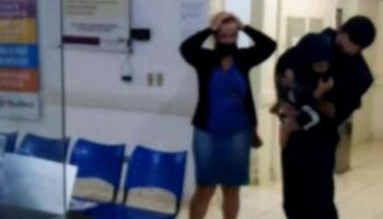 Vídeo: desesperada, mãe pede atendimento ao filho: 'cadê o médico?'