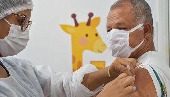Público com 2ª dose agendada será vacinado nesta sexta-feira em Campo Grande