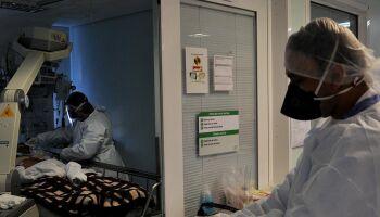 Em 24 horas, Brasil tem 69 mil casos e chora 3.321 mortes por covid-19