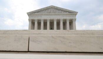 Suprema Corte dos EUA barra Califórnia de vetar cultos