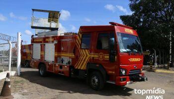 Dono de caminhão sai para almoçar e encontra veículo pegando fogo em Campo Grande