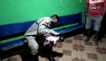Vídeo: bombeiros salvam vida de bebê de 50 dias em Campo Grande