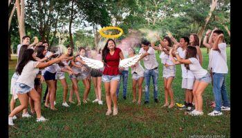 Homenagem mostra Mariana cheia de vida, rodeada de amigos antes de tragédia