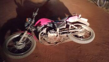 Motociclista cai de moto, bate cabeça e é arrastado por 20 metros pelo veículo