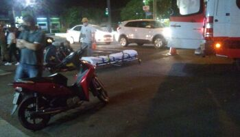 Adolescente é atropelado por motoentregador na faixa de pedestre