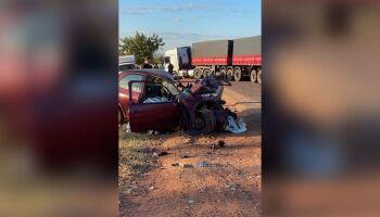 Motorista morre bate carro com carreta e morre na BR-158