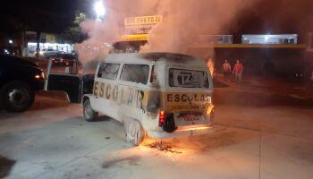Que susto: Kombi é destruída por fogo em posto de combustível em MS