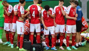 Vídeo: em cena forte, jogador da Dinamarca desmaia na Eurocopa