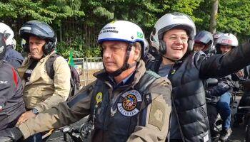 Dória multa Bolsonaro por andar sem máscara em motociata em SP