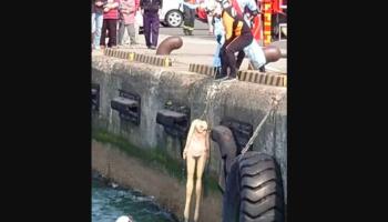 Socorristas são acionados para salvar mulher afogada, mas resgatam boneca sexual