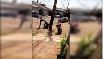 VÍDEO: PM soca rapaz por curtir som alto e incomodar vizinhos