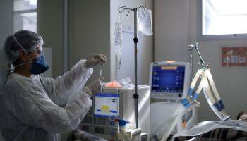 Só vacina salva: Brasil tem 2.311 mortes por covid em 24 horas