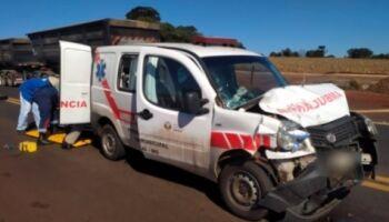 Acidente com ambulância deixa feridos na BR-163