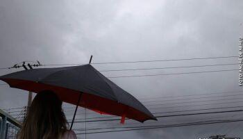 Entre ventos e chuviscos, Campo Grande 'abraça' frente fria e temperatura despenca
