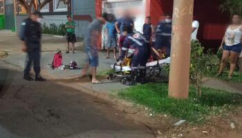 Motociclista causa acidente, foge e deixa esposa grávida no local