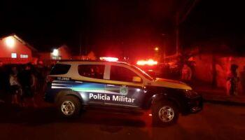 Moradores protestam após adolescente ser atropelado e morto por picape