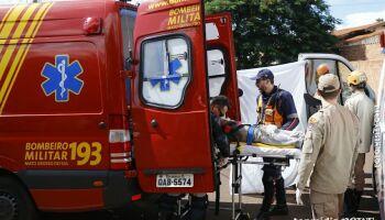 Homem atira em vizinho, foge e volta com foice para 'terminar o serviço' no Jardim Morenão
