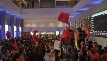 Movimento Sem Teto protesta contra fome e invade Bolsa de Valores em São Paulo