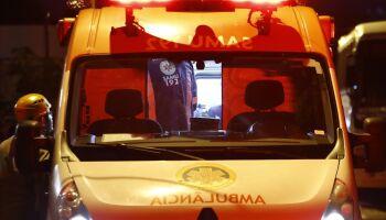 Dupla em moto 'taca o terror' e esfaqueia três homens no Santa Luzia