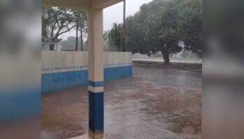 Tempestade chega em Iguatemi e assusta população (vídeo)