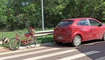 Ciclista bate em carro e morre em Campo Grande
