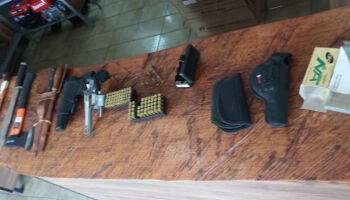 Padrasto de garoto que prometeu massacre em escola é preso com arma ilegal em Coxim