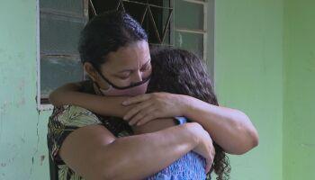 Mãe descobre troca de bebês em maternidade e se diz 'feliz e arrasada'