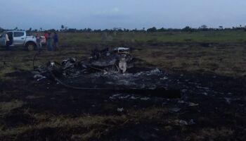 Funcionários veem helicóptero suspeito voando sobre aeronave caída em Batayporã