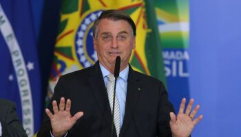 Bolsonaro diz que não é culpado pela crise: 'Ache um cara melhor'