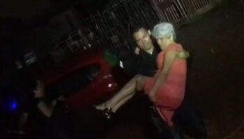 Policiais salvam pessoas ilhadas em carros durante temporal em Campo Grande