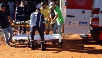 Trabalhador cai do telhado ao realizar reparos