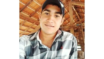 Dias antes de completar 20 anos, jovem bate moto em trator e morre