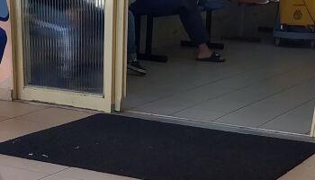 Repórter Top: leitor flagra paciente com máscara de 'La Casa de Papel' em posto de saúde