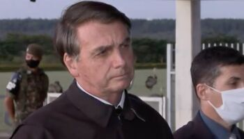Bolsonaro acusa jornais de vitimismo ao abandonarem cobertura no Alvorada
