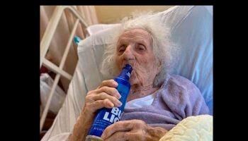Idosa de 103 anos pede uma cerveja para comemorar vitória contra Covid-19