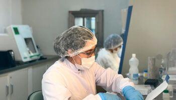 MAIORIA É MULHER: 14 dos 15 profissionais de saúde com covid-19 no MS estão curados