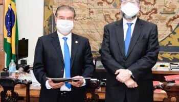 Senador cuida da participação do Brasil em grupo internacional de pesquisas sobre o Covid