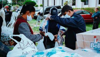 Projeto Alimento Solidário organiza entrega de 1 tonelada de frango no Aero Rancho