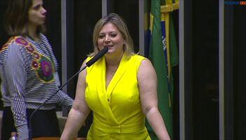VÍDEO: CNN revela esquema de fake news de Joice Hasselman e ela rebate: 'Bolsonaro comprou emissora'