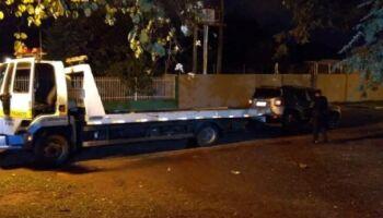 Carro roubado é encontrado abandonado e 'recheado de maconha' na BR-463