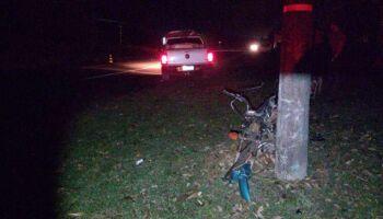 Motociclista morre ao ter moto atingida por caminhonete