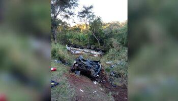 Mulher morre em batida de caminhão e carro na BR-163