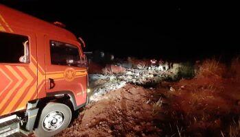 VÍDEO: Carreta tomba e mata dois ocupantes no macroanel, saída para Cuiabá