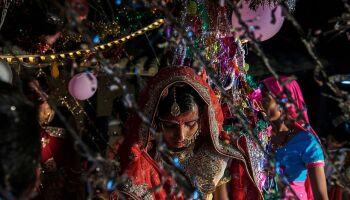Noivo morre dois dias após contaminar 100 pessoas em casamento