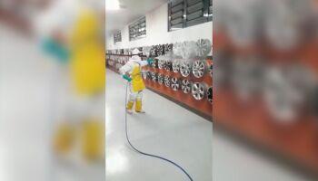 VÍDEO: por clientes e funcionários, loja de rodas desinfecta instalações na Ceará