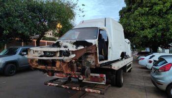 Dono de carro alugado em 2019 encontra veículo depenado em barracão de Dourados